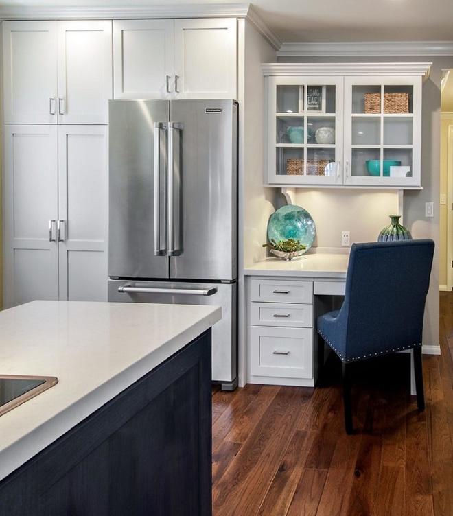 tường bếp và tủ phòng ăn vừa đủ để làm thành góc làm việc đẹp mắt