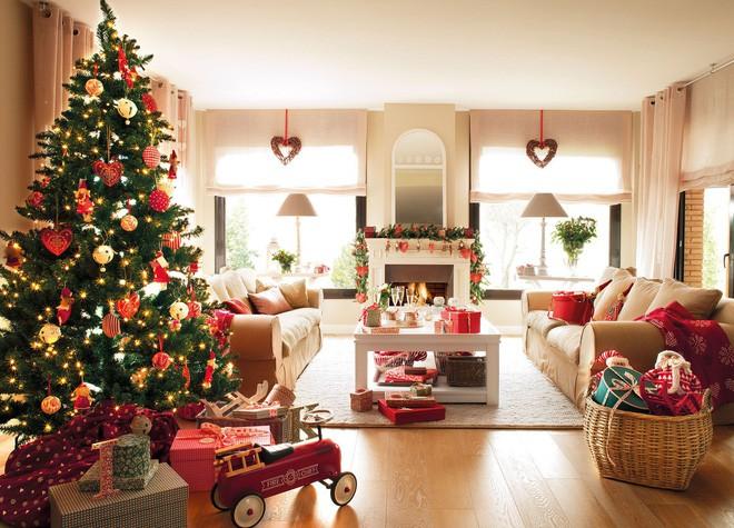 trang tri cây thông Noel dạng rỡ sức sống