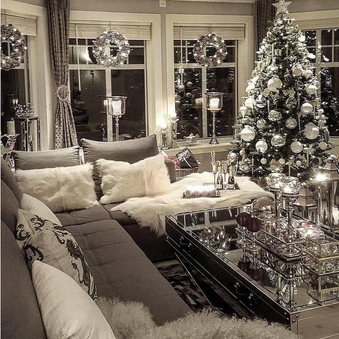 Trang trí noel phòng tiếp khách sang chhình ảnh vô cùng trong ngày mùa đông