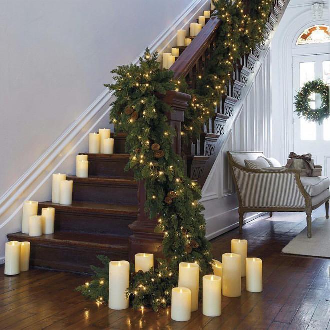 góc cầu thang thêm lung linh vào mùa Giáng sinh