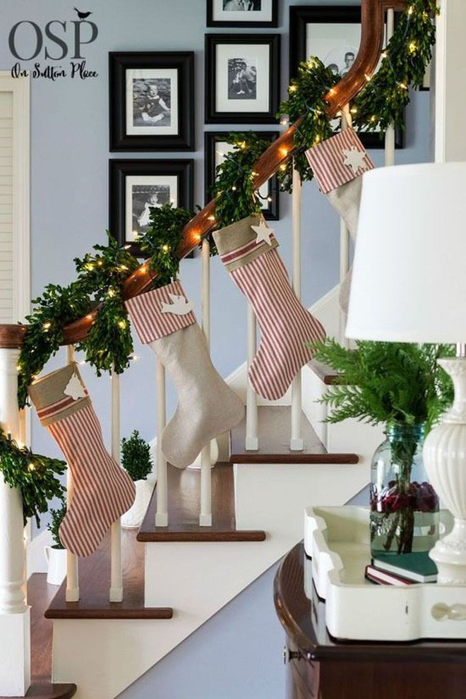 Các ý tưởng tuyệt vời decor cầu thang mùa Giáng sinh - Acc Home (10)