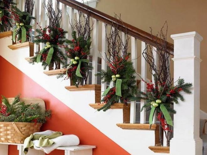 Các ý tưởng tuyệt vời decor cầu thang mùa Giáng sinh - Acc Home (12)