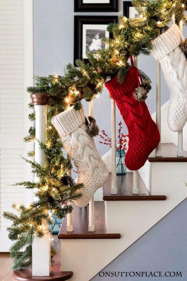 Các ý tưởng tuyệt vời decor cầu thang mùa Giáng sinh - Acc Home (13)