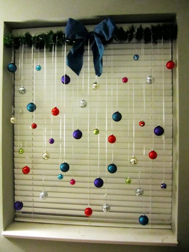 Các ý tưởng hay ho decor cửa sổ mừng Giáng sinh - Acc Home (2)