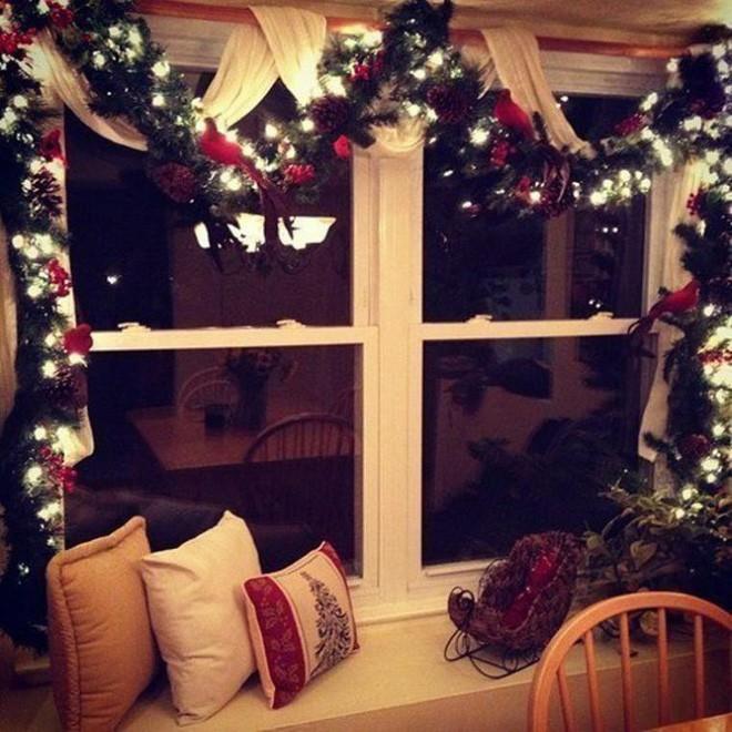 Các ý tưởng hay ho decor cửa sổ mừng Giáng sinh - Acc Home (4)