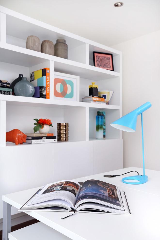 Không gian phòng đọc sách đẹp hơn rất nhiều khi sở hữu chỗ ngồi đọc sách được design với gam tone trắng