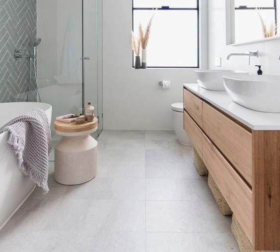 gạch lát phòng tắm phải có độ nhám